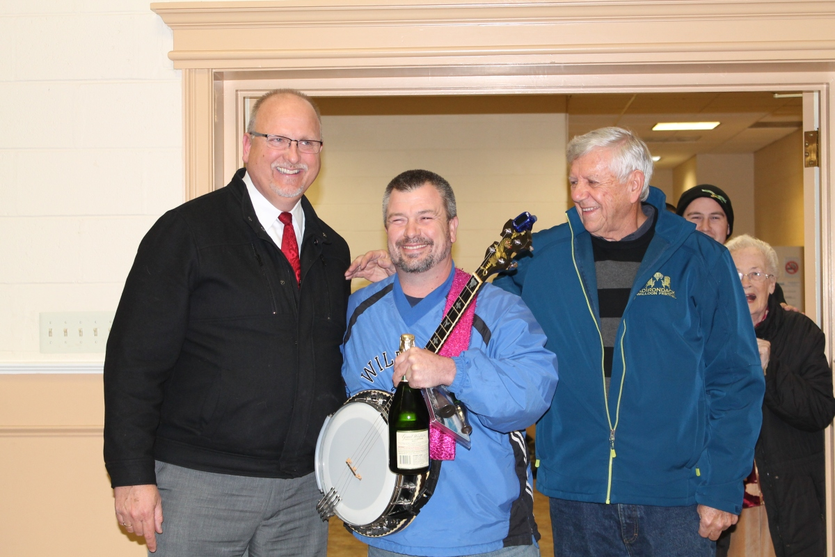 Picking a winner: Bucks banjo player inducted into Mummers Hall of Fame