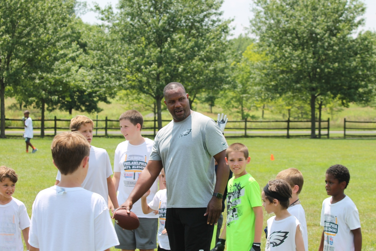 Former Eagles linebacker helps out at local football camp