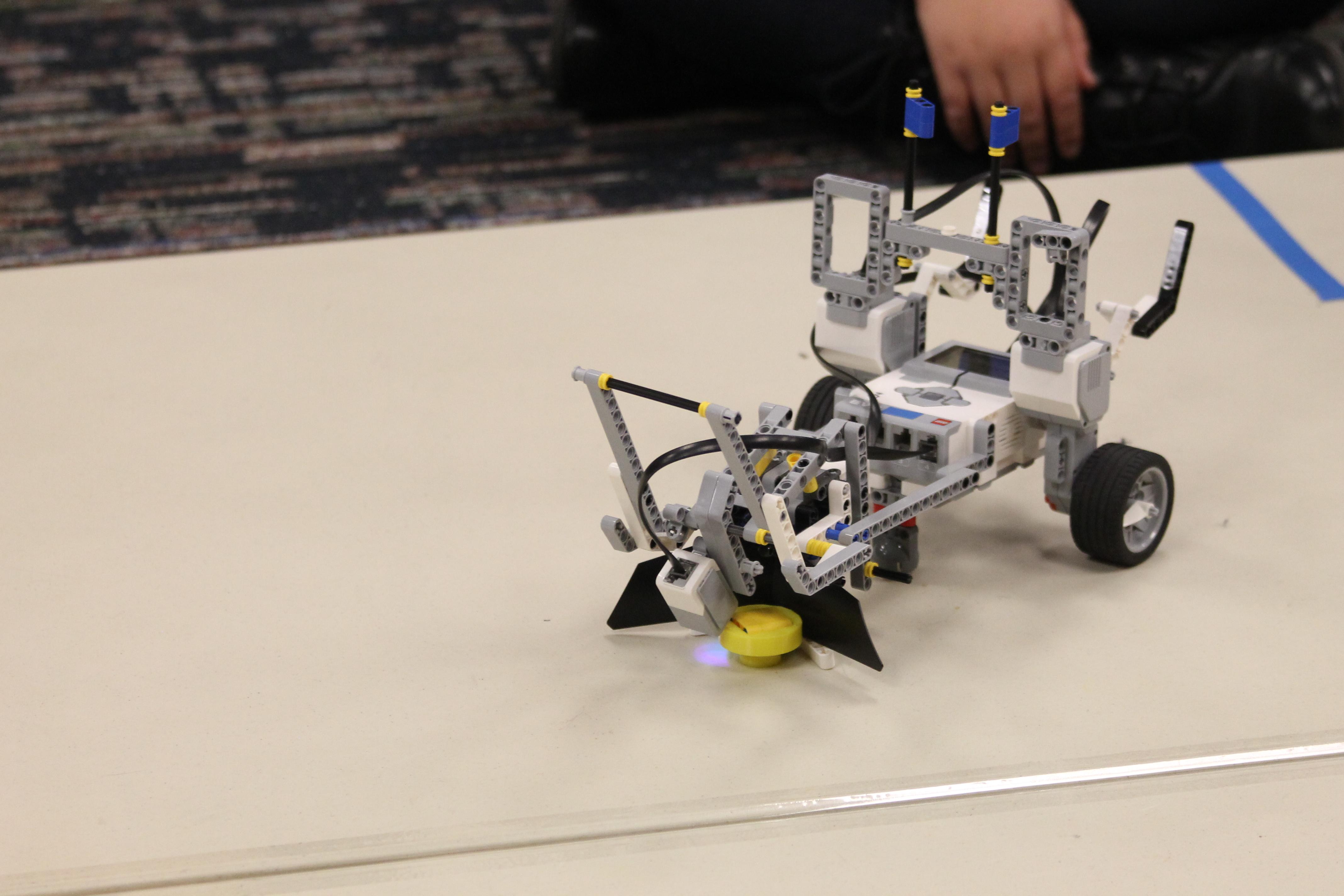 Do the robot: Snyder-Girotti Elementary School Robotics Club holds ...